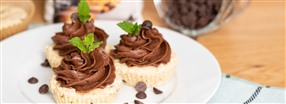 Chocolate chip muffins med chokladfrosting