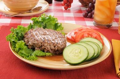 Tallrik med kött och grönsaker